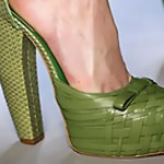 Обувки от крокодилска кожа ще властват през лятото и пролетта