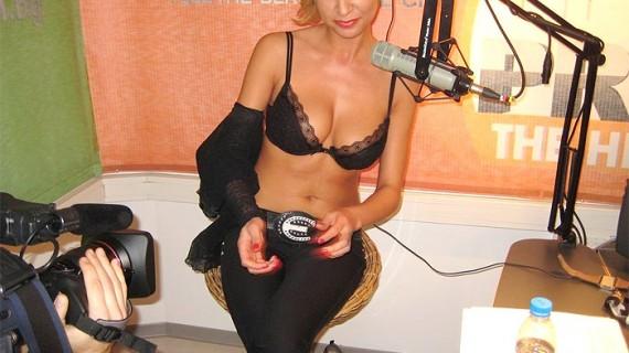 Плеймейтката Дорис Дилова също цъфна в порно