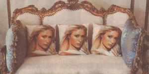 Парис обича да се наслаждава на собствения си лик, който е навсякъде из дома й, дори върху възглавничките