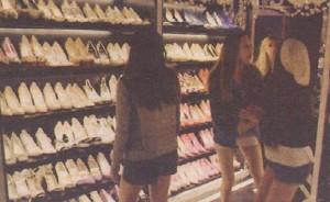 """В кадър от филма """"Бласък"""" крадлите ахкат от колекцията обувки на Парис"""
