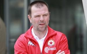 Стойчо Младенов обича повече парите от приятелите си