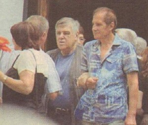Панайот Панайотов прикрепя Томи Димчев на поклонението на Найден Андреев