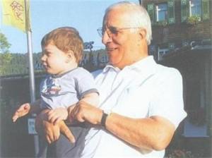 Феликс - любимият внук на кар-диохирурга. Момченцето е син на Алесандро и чешката му съпруга