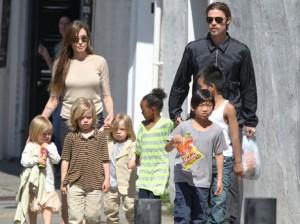 Анджелина Джоли и Брат Пит с децата им