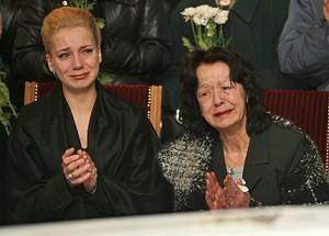 Край ковчега на Андрей Баташов се събраха съпругата му Боряна (вляво) и майка му Теодора