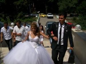 Дачо и Палка вдигнаха тежка сватба, която впечатли ромската общественост във Врачанско с дарове и кючеци