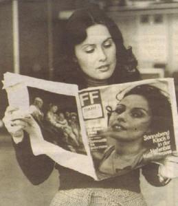 Бодурова разглежда немско списание, на което е на корицата - и в Германия тя е пътувала с духовната си майка Зорница Попова