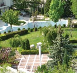 Резиденцията в Сандански с 15 декара двор може да има онв собственик, след като Коко Динев скъса джоба