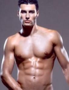 Уникалното тяло, с което се гордее брадърът, бързо омръзнало на Джорджо Армани