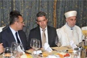 Росен Плевнелиев на тържествената вечеря-ифтар с турския вицепремиер Бекир Боздаа (вляво) и главния мюфтия Мустафа Алиш Хаджи