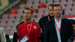 Стойчо Младенов е безсилен срещу биячите