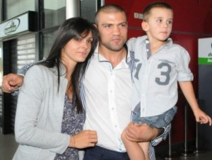Тервел Пулев със съпругата си Диана ненова и синът им