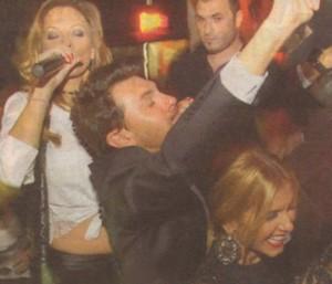 Анелия и Емилия във вихъра на купона