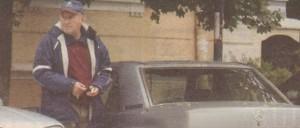 След като излезе от раздрънкания си автомобил, актьорът започна да се озърта за служител на Центъра за градска мобилност.