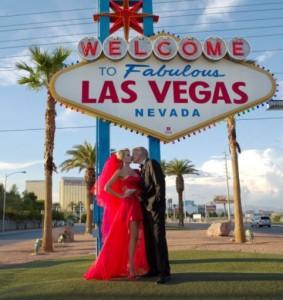 Антония и мъжът й на екскурция в Лас Вегас