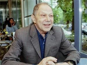 Преводачът Асен Марчевски бил задължен да представя Тато като юрист