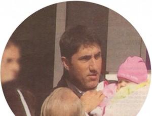 Башар е щастлив с бебето в ръцете си