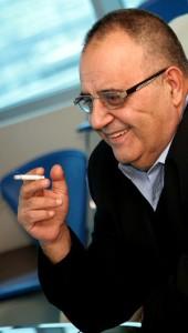 Шефът на НИМ пуши много, по което прилича на баща си, чието дълголетие се надява да повтори