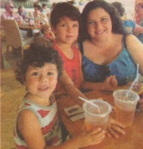 Дъщерята на Мариана Димитрова, взела топлите й очи и усмивка, е устроена в Сан Диего и се грижи за по-малките деца на баща си от следващия му брак