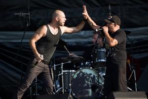 """Дичо (вдясно) гостува на участие на сегашния състав на """"Д2"""""""