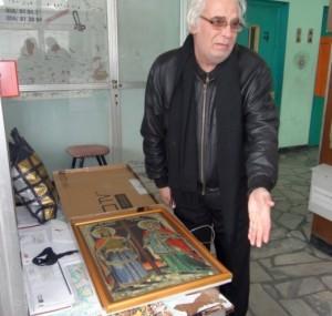 Димитър Димитров - Мутата с последната си творба - икона на св. св. Константин и Елена