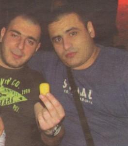 Габриел Боцев - Жабата (вляво) заедно с координатора на хероиновия си бизнес Боби Брадата. Месечно през организацията минават около 10 кила хероин