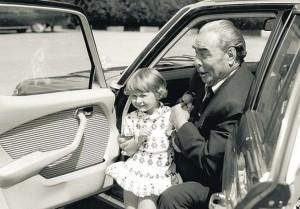 Леонид Брежнев с любимата си внучка Галина