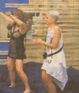 Кичка развя ултракъса рокличка