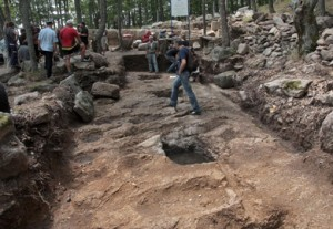"""И сега текат археологическите разкопки на връх """"Кози грамади"""""""