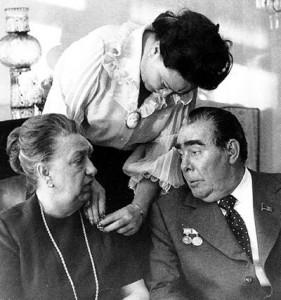 Виктория и Леонид Брежневи заедно с дъщеря им Галина