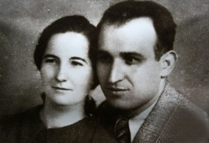Тодор Живков със съпругата си на младини, която хич не го искала необразован