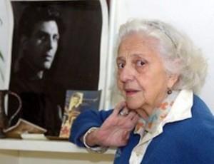 Пенсионирана набързо от Народния театър, голямата Маргарита Дупаринова все пак намери сили да се върне и да играе до старини. Тя вярваше, че Апостол й помага отгоре...
