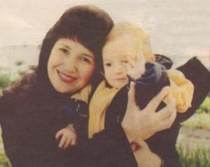 Ралица Ангелова със сина си, който вече е ученик