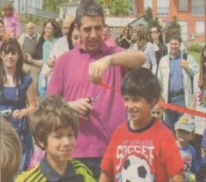 Синовете на Плевнелиев учат в реномирани частни училища и тренират тенис с личен треньор. Децата ползват услугите и на собствен шофьор и охранител, който ги води на училище