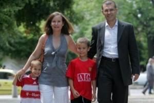 Симеон Дянков със съпругата и синовете им