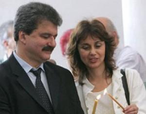 Съпругата на футболния бос, Здравка, си го харесва и пълничък, но настояла да повтали шкембето