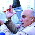 Цар Киро показа среден пръст на протестиращите срещу ромската фамилия