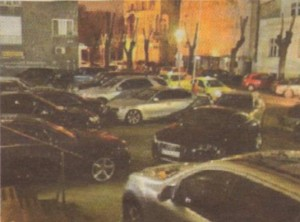 """Пред входа на пиано бар """"Арбат"""" всяка нощ паркират лъскави лимузини. Заведението е постоянно средище на дебеловоати добре облечени бизнесмени"""
