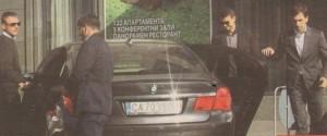 Димитров се придвижва с лимузина БМВ, карана от професионален шофьор
