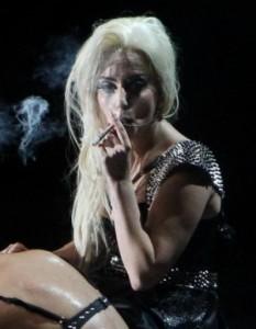 Лейди Гага палила по 15 цигари марихуана, за да облекчи болките си