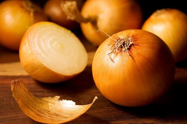 Рецепти с лук за косата и срещу оплешивяване