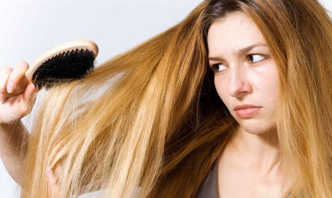 Защо косата ми е дехидратирана и без блясък?