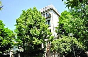 Предишният апартамент на Лили в центъра на София, който й остана след развода с Янчо Таков, вече й е омръзнал.
