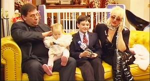 Семейството на дупнишката Мадона отдавна не се е събирало в пълен състав