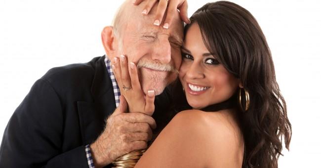 млада жена и възрастен мъж