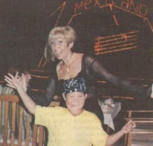 2001 г. Петя с руса асиметрична прическа на 7-ия рожден ден на сина си Тони