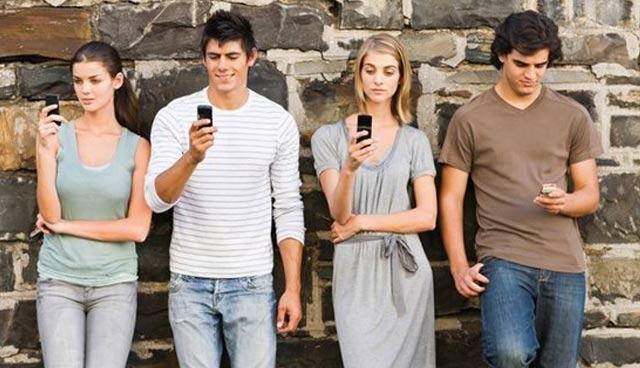 Как да забиеш ново гадже с СМС