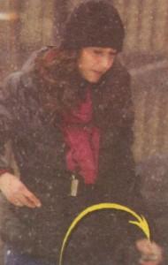 След като получи двайсетачката, жената на пебеца се запъти с бодра крачка към бакалията, за да напазарува провизии за дома.