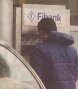 Косьо тегли 400 лева от уличен банкомат. Минути по-късно кешът ще бъде похарчен в антикварния магазин.