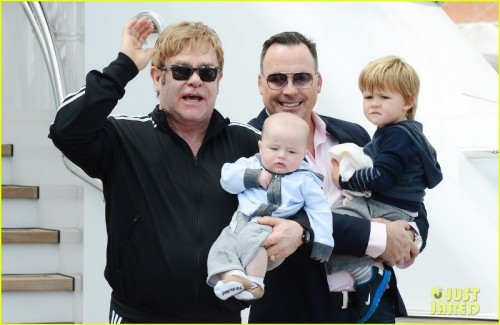 elton-john-david-furniss-family-trip-with-zachary-elijah-03-76576-500x0